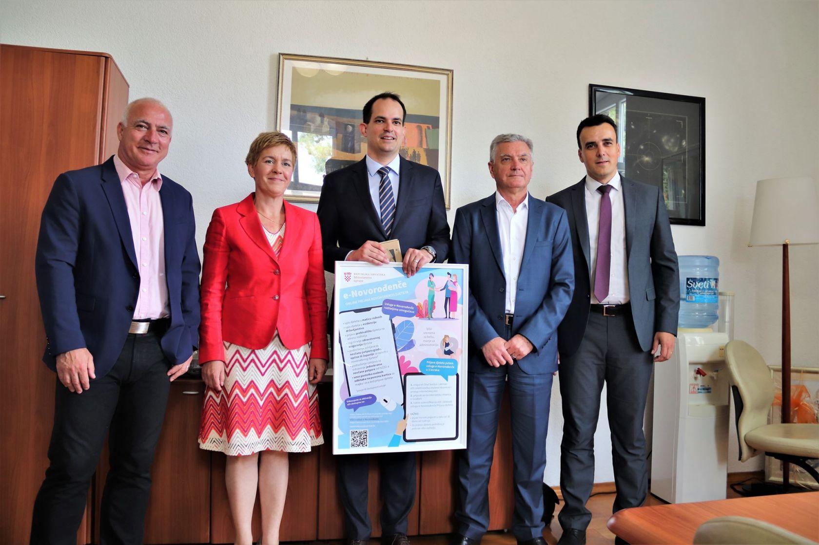 Ministar Malenica u Šibeniku predstavio uslugu e-Novorođenče i dodijelio čitače Općoj bolnici Šibenik