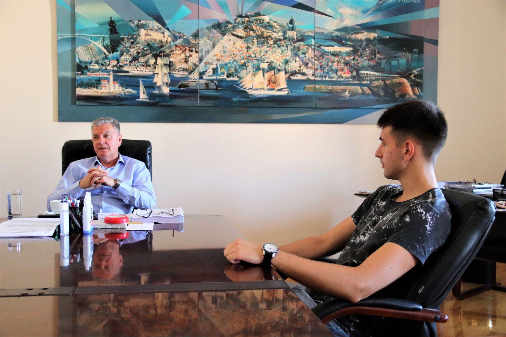 Gradonačelnik Željko Burić primio uspješnog šibenskog gimnazijalca Marka Miljkovića