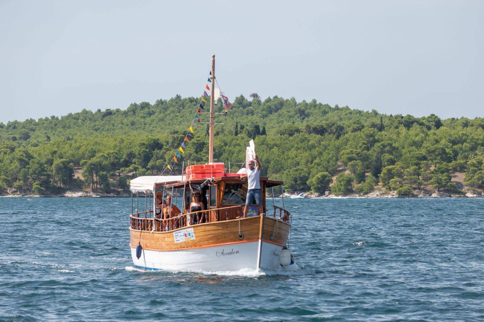 Gradske brodske linije do Martinske i Jadrije i ove su sezone oduševile Šibenčane i goste