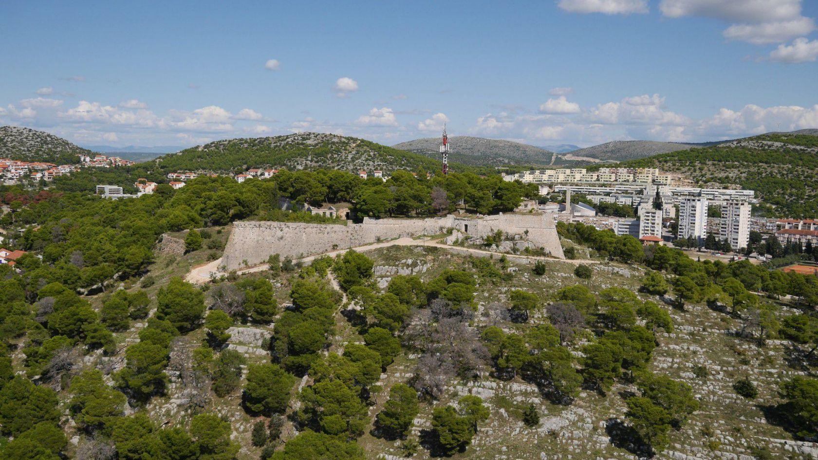Demanti medijskih napisa o projektu tvrđave sv. Ivana objavljenih u dnevnom tisku