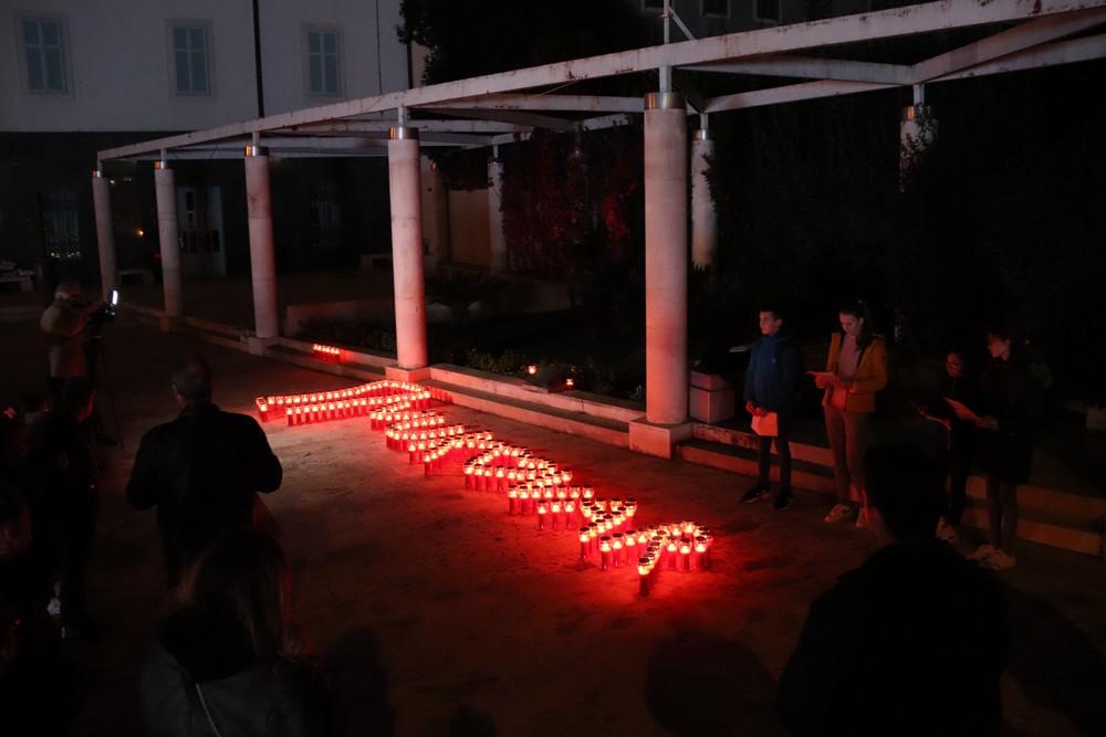 Lampioni u obliku vukovarskog vodotornja zapaljeni u znak sjećanja na žrtve Vukovara i Škabrnje
