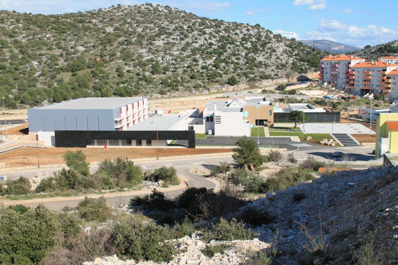 Na online nastavu prelaze niži razredi u osnovnim školama Juraj Dalmatinac, Vrpolje i Meterize