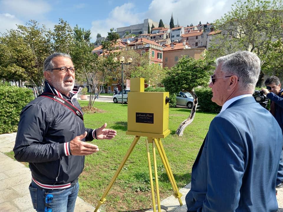 """Na rivi postavljena instalacija """"Alexandre Promio ponovno u Šibeniku"""""""