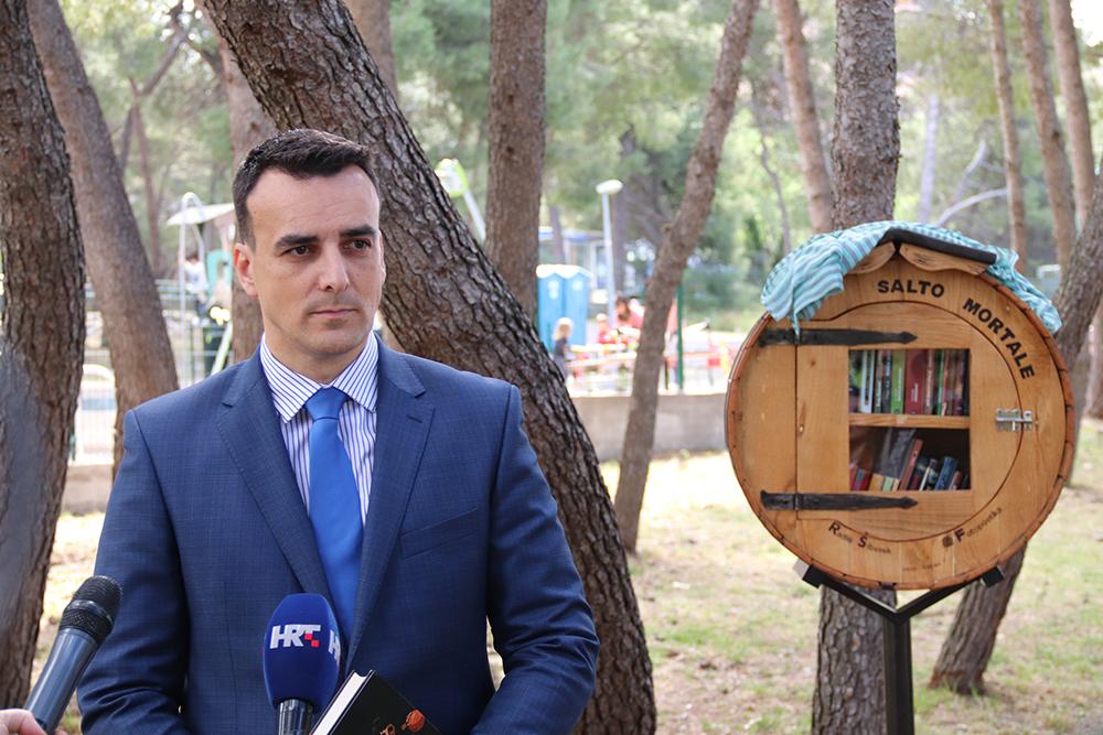 U Rasadniku na Vidicima postavljena treća knjižnica na otvorenom posvećena Vesni Parun