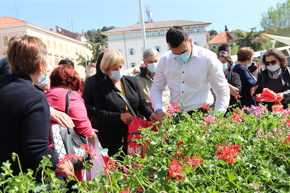 Građanima podijeljeno dvije tisuće sadnica sezonskog cvijeća
