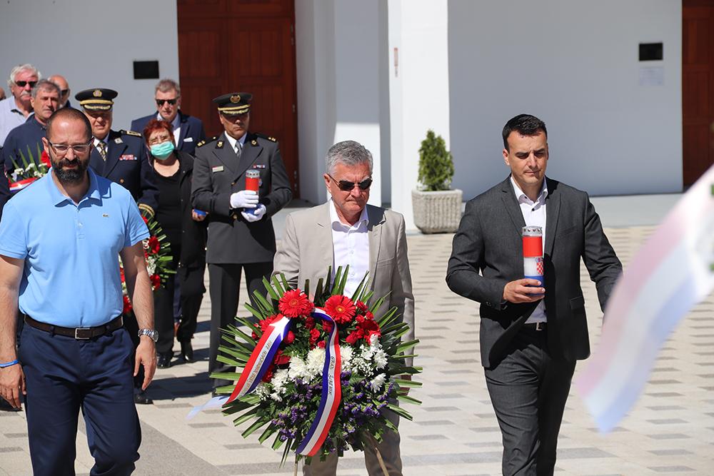 U povodu Dana državnosti Republike Hrvatske položeni vijenci i zapaljene svijeće