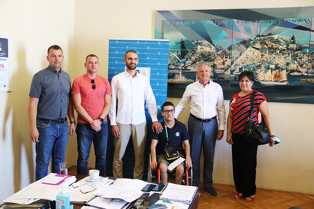 Gradonačelnik primio uspješnog šibenskog parakarataša Antonia Šaršanskog