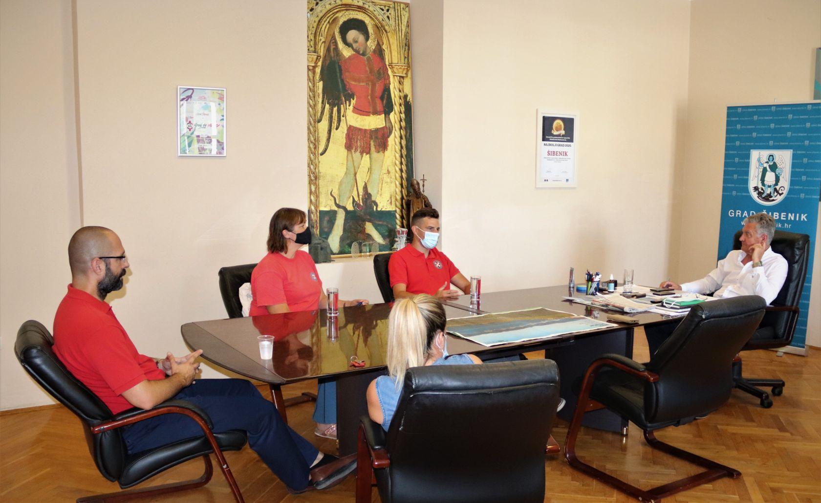 Predstavnici HGSS Stanice Šibenik  kod gradonačelnika Burića